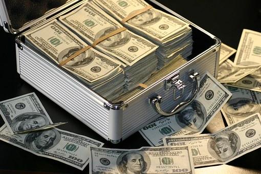 куфар с пари